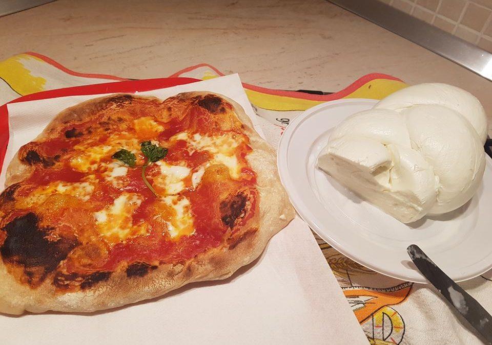 La vera pizza vuole la mozzarella: lo dice anche la scienza